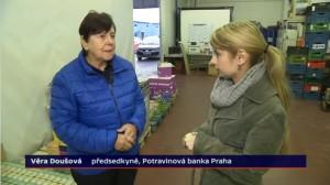 Věra Doušová v reportáži o Národní potravinové sbírce v České televizi. Repro: ČT
