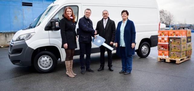 Potravinová banka v Praze už má vánoční dárek: Novou dodávku od Tesca a Atozu