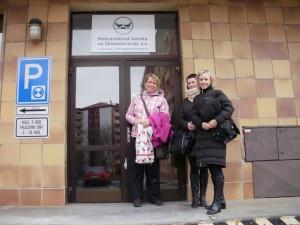 Na nových prostorách první potravinové banky ve Zlínském kraji už mají i vývěsní štít. Foto: archiv otrokovické potravinové banky