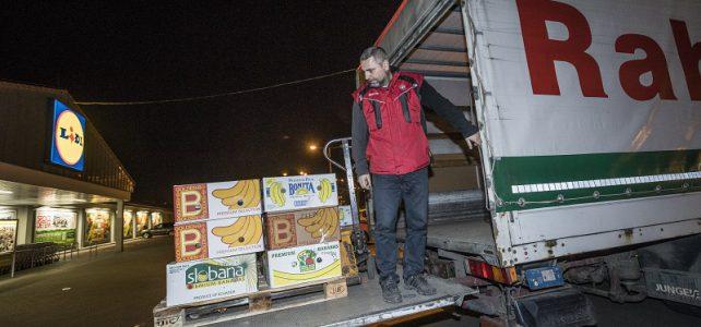 Raben ujel rekordních pět tisíc kilometrů, aby se darované potraviny dostaly k potřebným