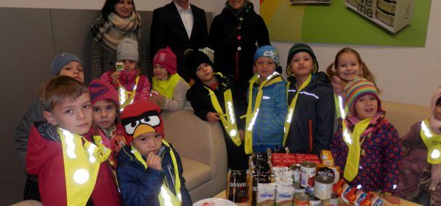 Potraviny sbírají i děti z pražské mateřské školy